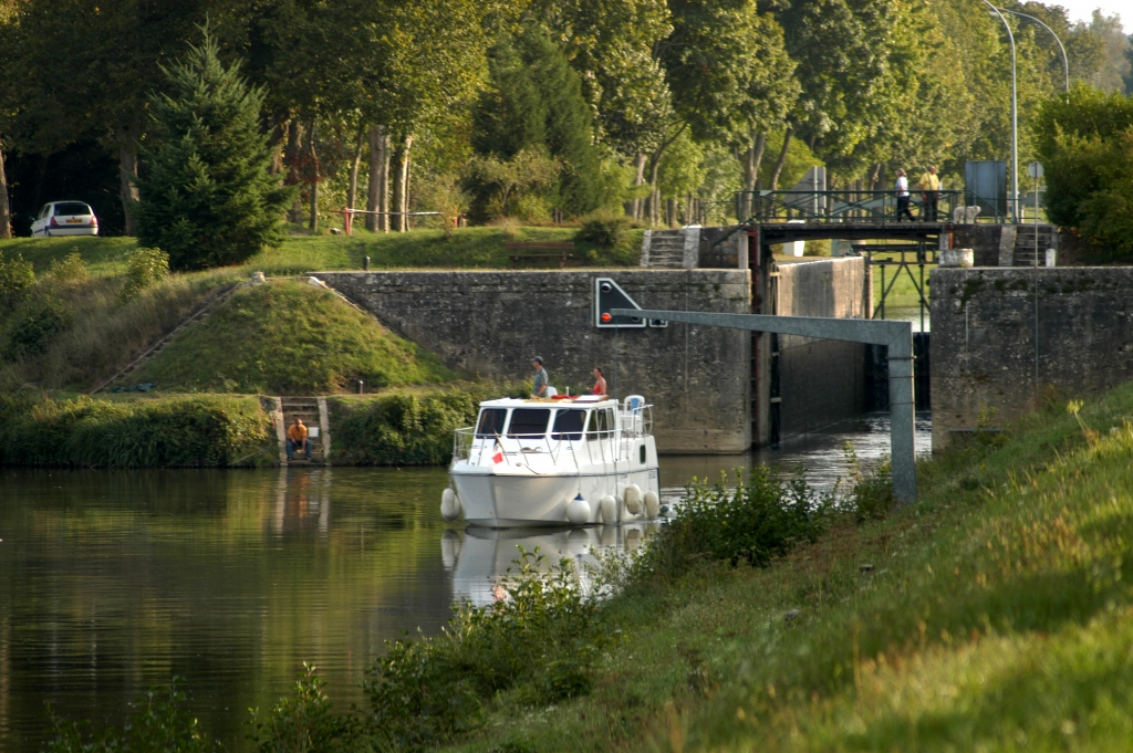 Ecluse sur Canal Latéral(c)H.Monnier