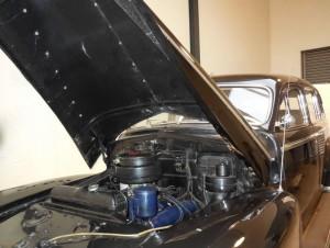 cadillac-fleetwood-1949-kennedy-EngineBay