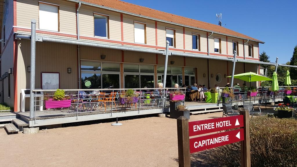 L'hôtel du Port et sa terrasse(c)MF Souchet