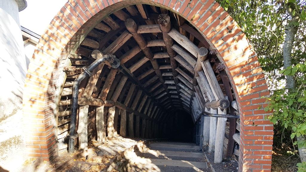 Entrée de la descente dans la mine(c)MF Souchet