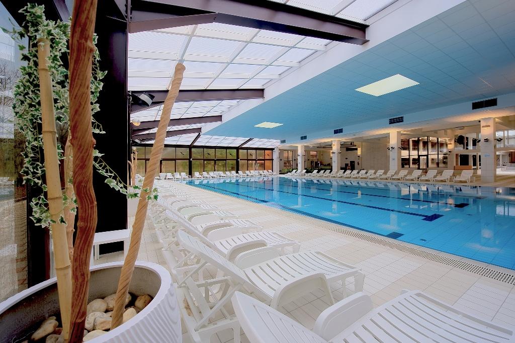 Grande piscine intérieure Terme Jezercica(c)darko gorenak godar