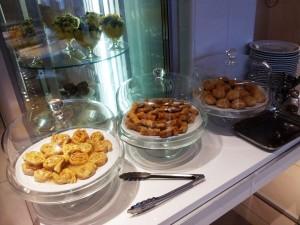 Pâtisseries et salades de fruits ©MF Souchet
