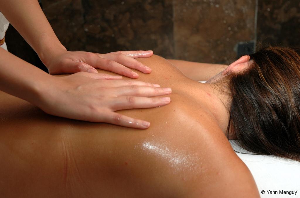 Massage aux huiles essentielles © Yann _Menguy