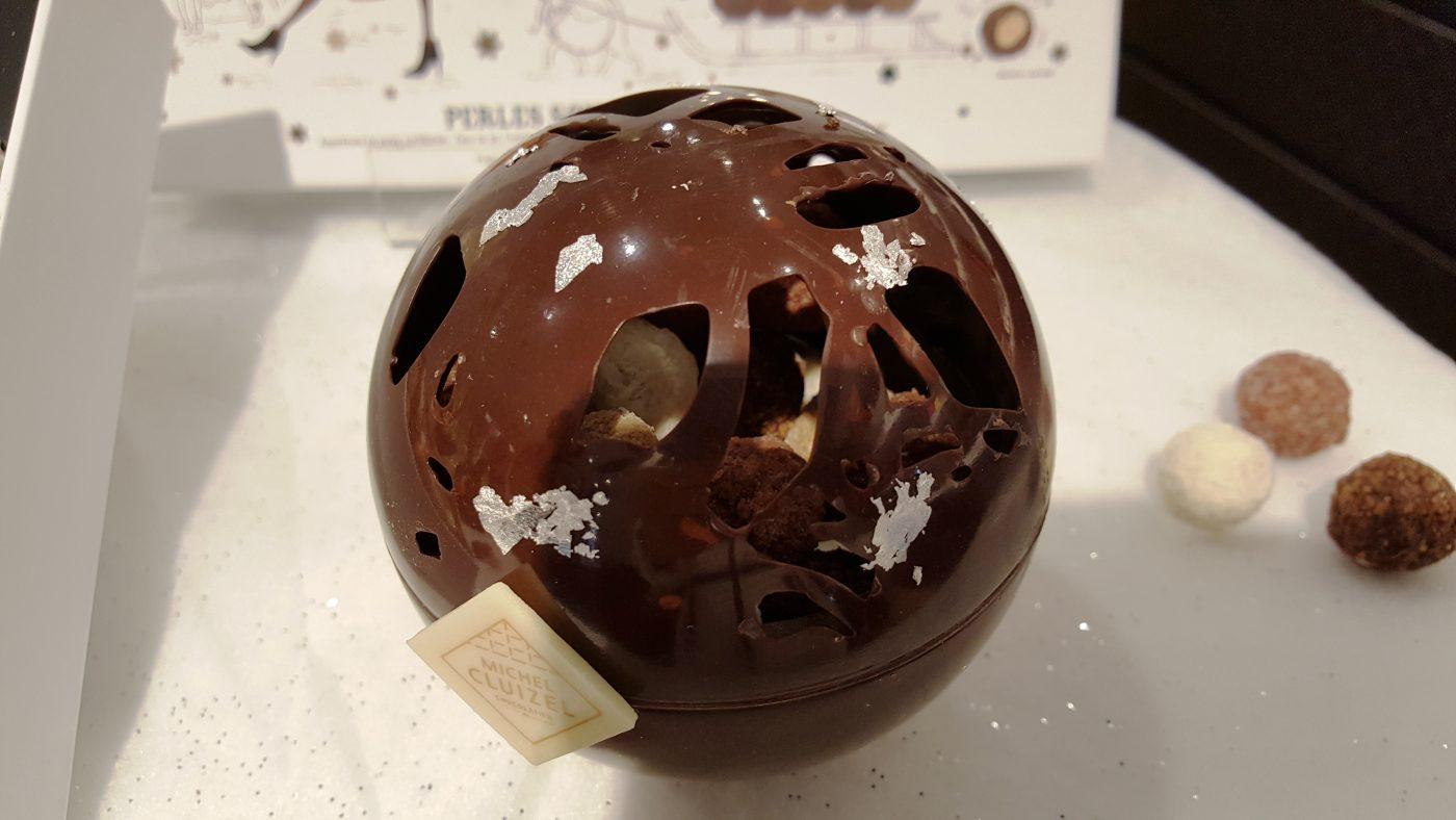 Sphère ajourée décorée à l'or fin(c)MF Souchet